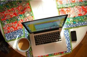 morning-laptop-coffee